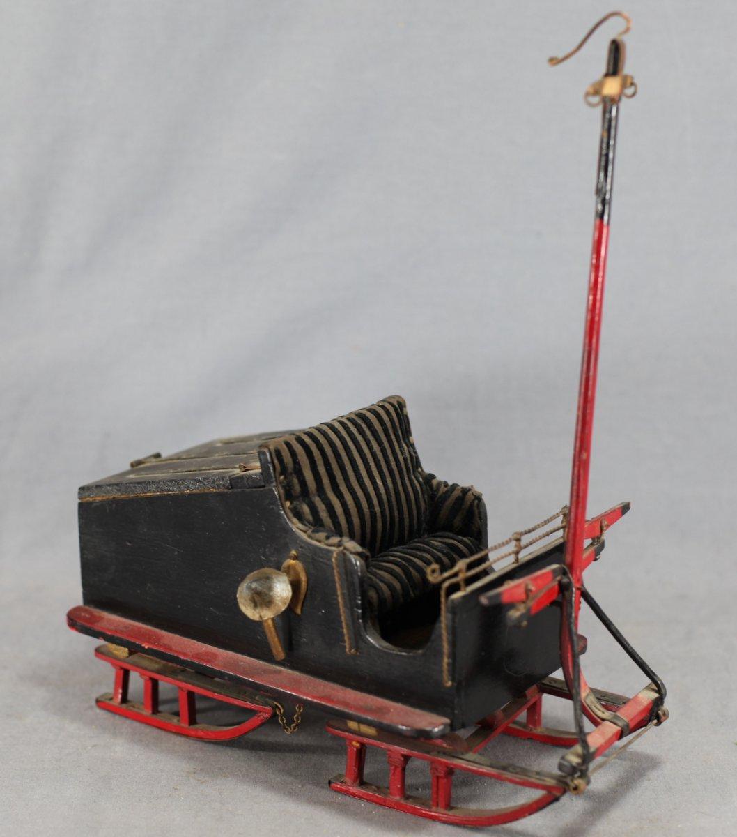 Figural Quebec Sleigh Trinket Box